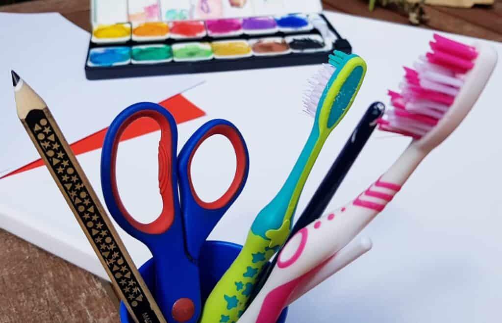 materials for toothbrush spray art