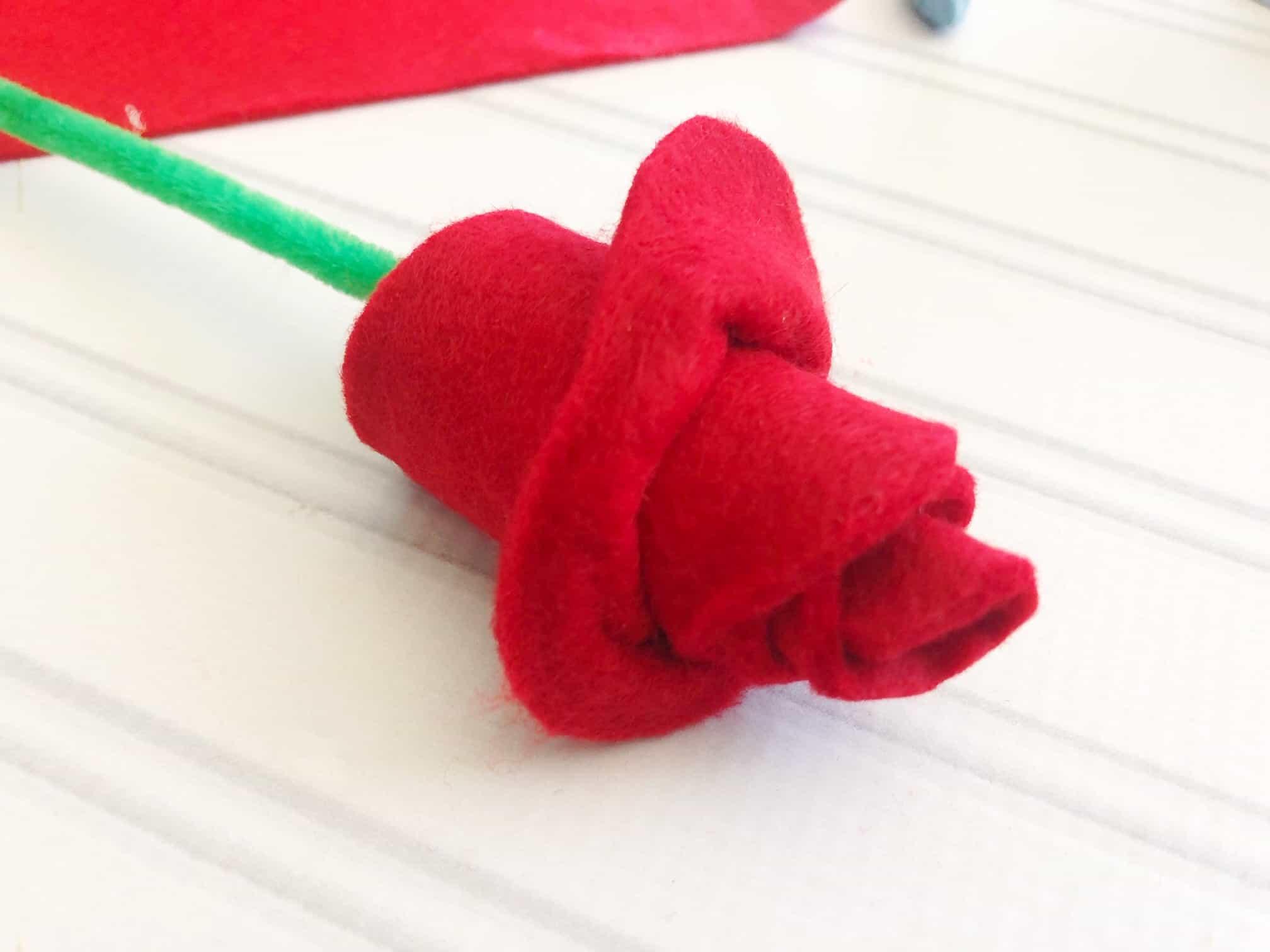 Valentine's day crafts: easy felt Valentine's day roses